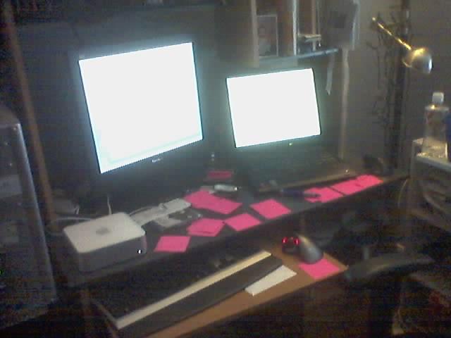 Post-it desk